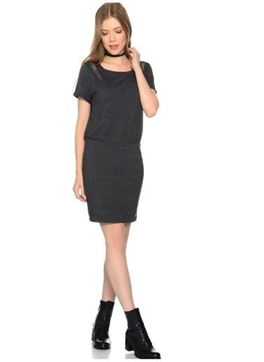 Only Only Omuz Detaylı  Elbise Siyah